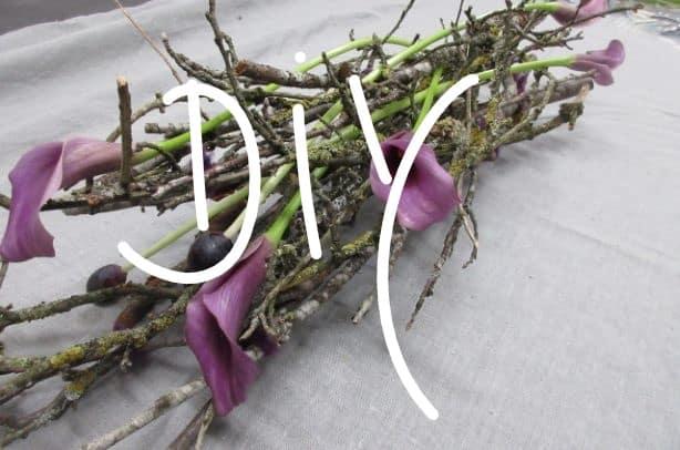 Tischdekoration mit Calla und Zweigen/Ästen